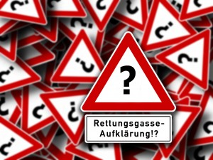 fiktives Verkehrszeichen mit Fragezeichen und Zusatzschild Rettunggasse-Aufklärung